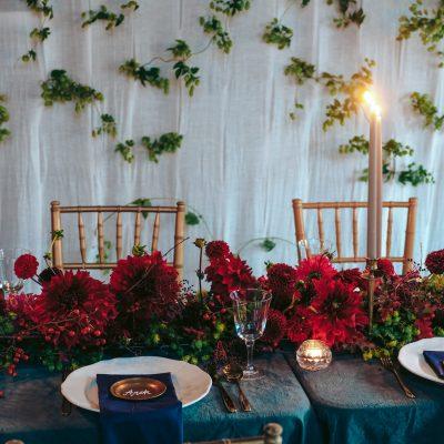 Kwiatowa aranżacja stołu podłużnego WEDDING